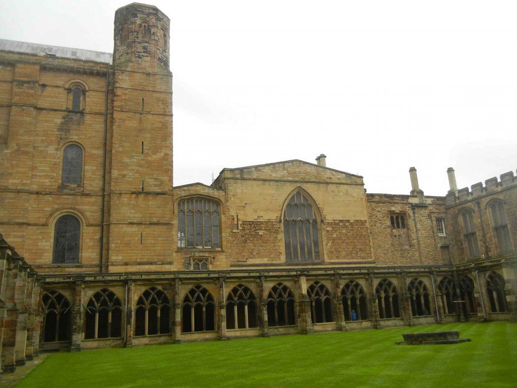 Cosa vedere a Durham: il chiostro della cattedrale