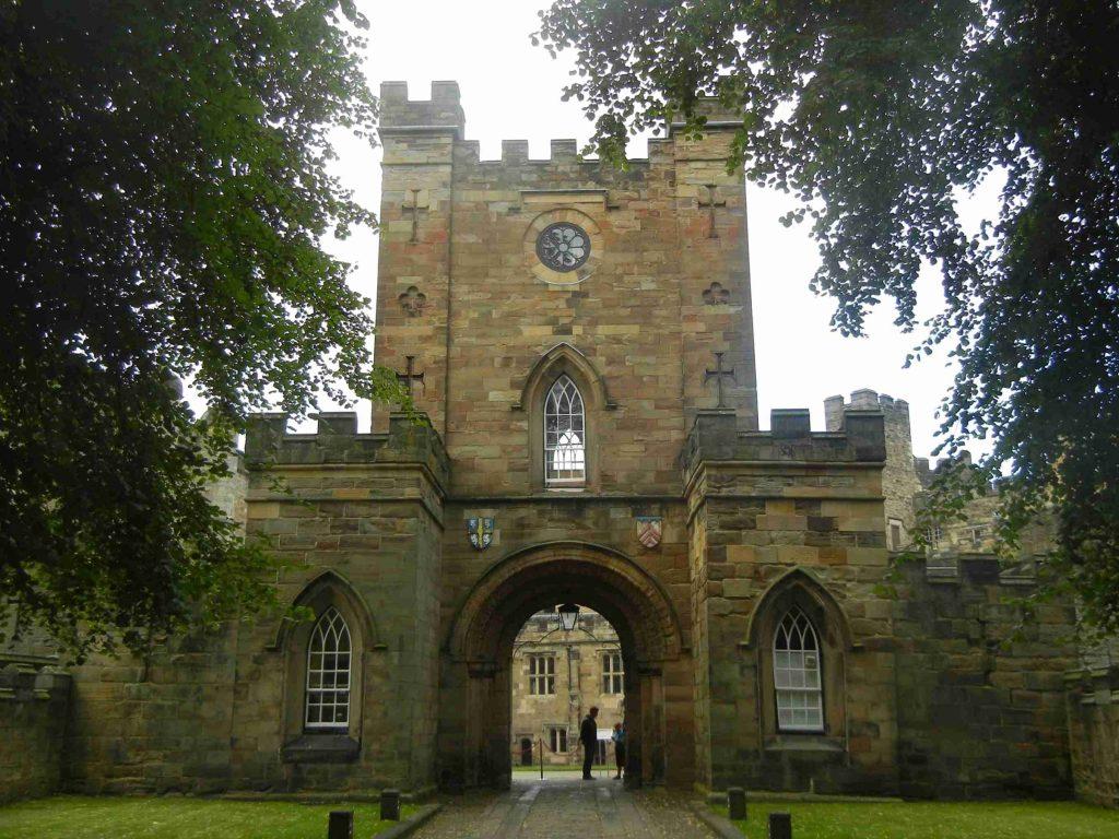 Cosa vedere a Durham: l'ingresso del castello