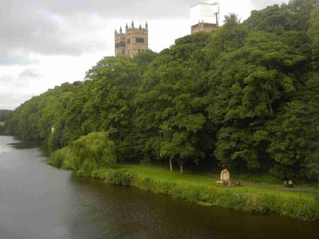 Cosa vedere a Durham: la passeggiata sulla sponda del fiume