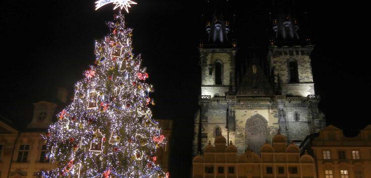 Mercatini di Natale di Praga: l'albero illuminato di Piazza della Città Vecchia