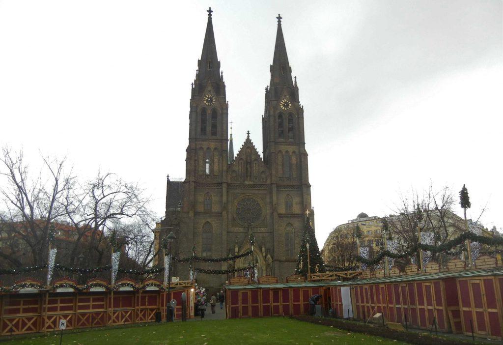 Mercatini di Natale a Praga: la chiesa di Santa Ludmilla in Piazza della Pace