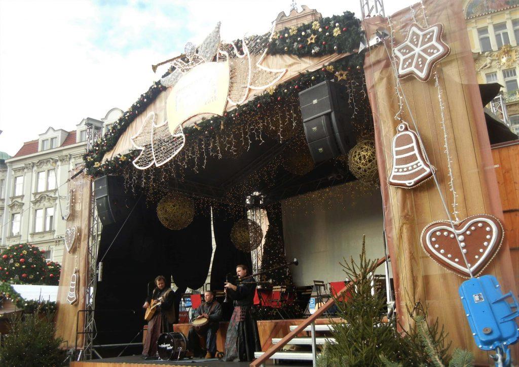 Mercatini di Natale a Praga: il palco di Piazza della Città Vecchia