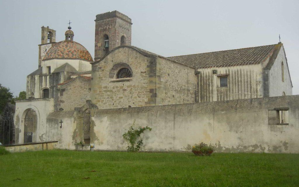 Cosa vedere a Barumini: la chiesa parrocchiale davanti a Casa Zapata