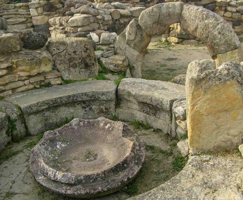 Nuraghe di Barumini: la rotonda di una capanna a settori