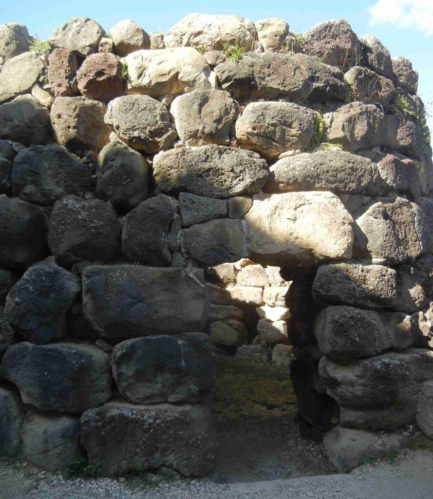 Villaggio nuragico di Barumini: una torre dell'antemurale