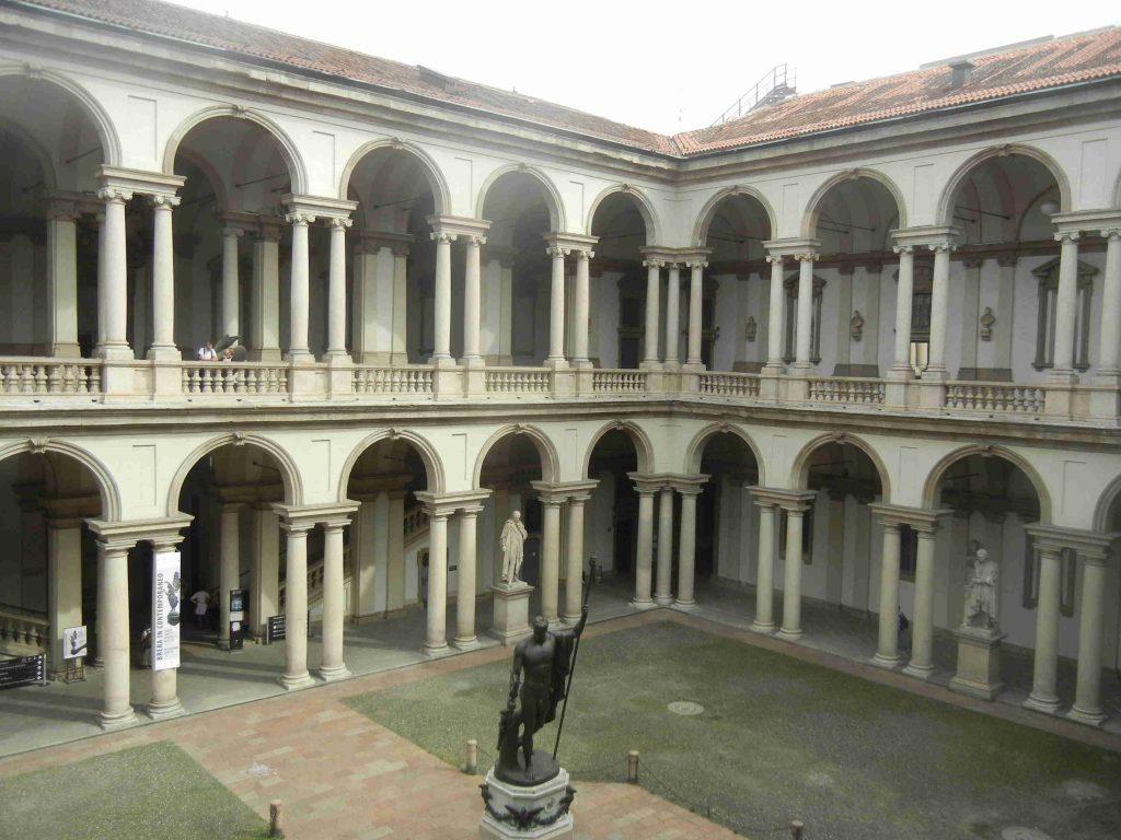 Il cortile d'onore della Pinacoteca di Brera di Milano