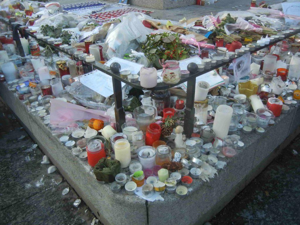 Memoriale alle vittime dell'attentato in Place kleber a Strasburgo