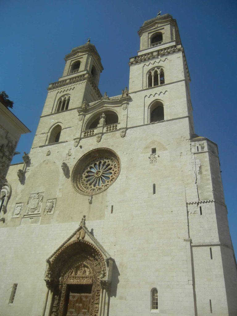 La facciata principale della cattedrale di Altamura