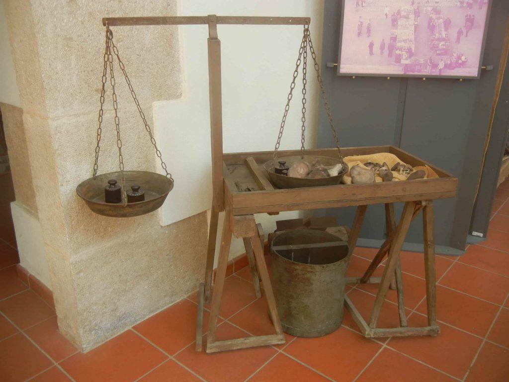 Antica bilancia al museo Etnografico di Altamura