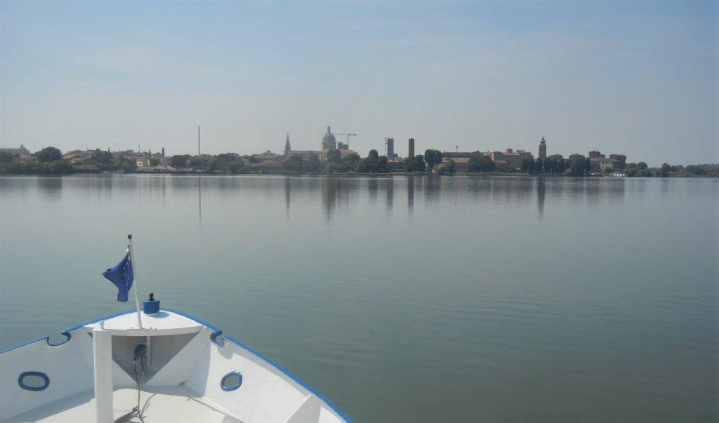 Vista su Mantova dai laghi del Mincio
