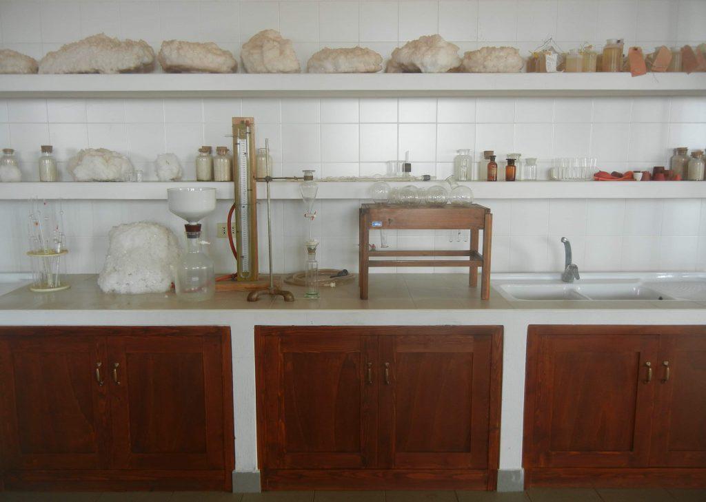 Il laboratorio chimico delle Saline FAI di Macchiareddu