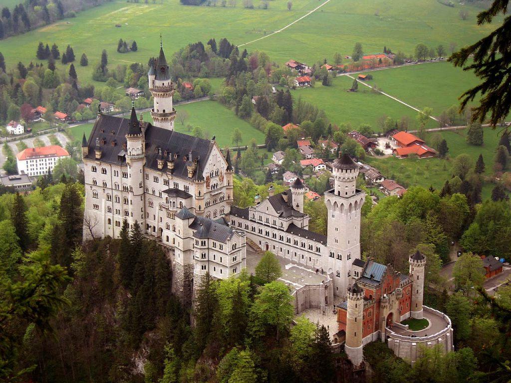 Il castello di Neuschwanstein in Baviera