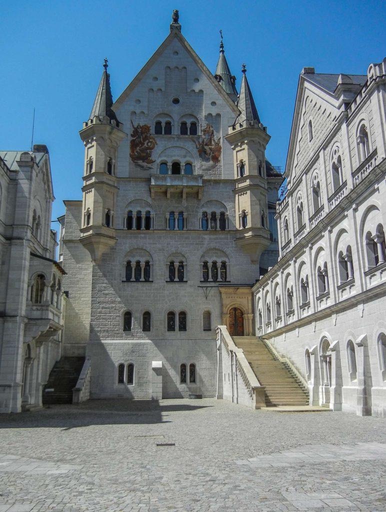Cortile del castello di Neuschwanstein del re Ludwig