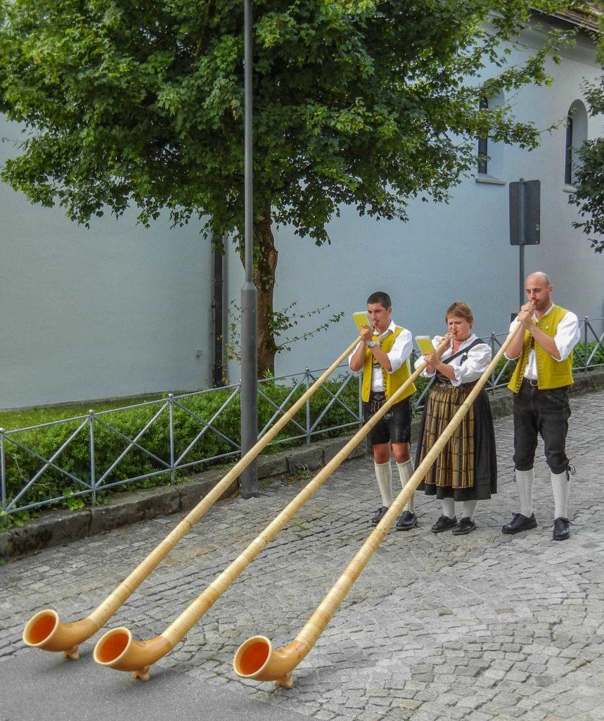 Suonatori di corno alpino a Fussen